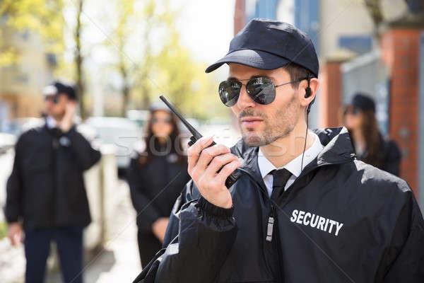Portret mężczyzna ochroniarz mówić strony Zdjęcia stock © AndreyPopov