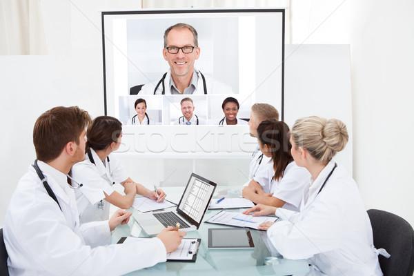 Team artsen naar projector scherm video Stockfoto © AndreyPopov