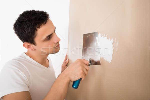 Stockfoto: Man · mes · witte · muur · jonge · man · home