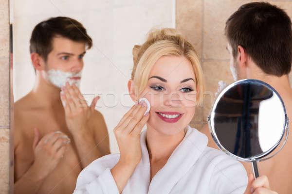 Férfi feleség takarítás arc portré tükör Stock fotó © AndreyPopov