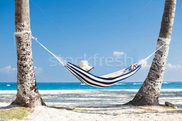 Vrouw hangmat strand ontspannen hemel meisje Stockfoto © AndreyPopov