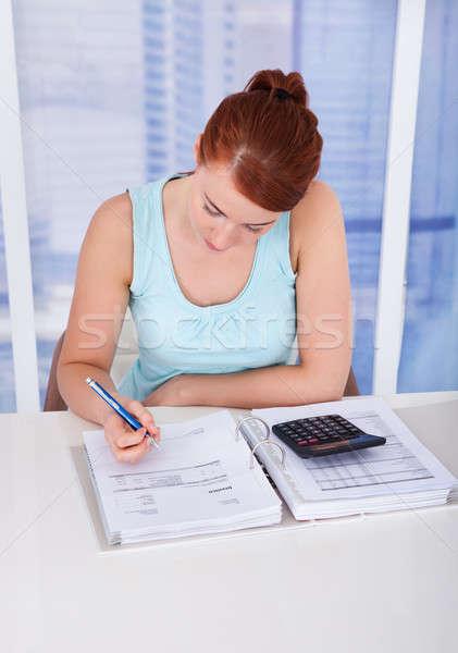 Nő otthoni pénzügyek asztal portré gyönyörű fiatal nő Stock fotó © AndreyPopov