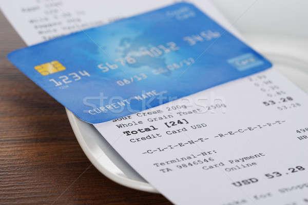 Carta di credito shopping ricevimento primo piano tavolo in legno legno Foto d'archivio © AndreyPopov