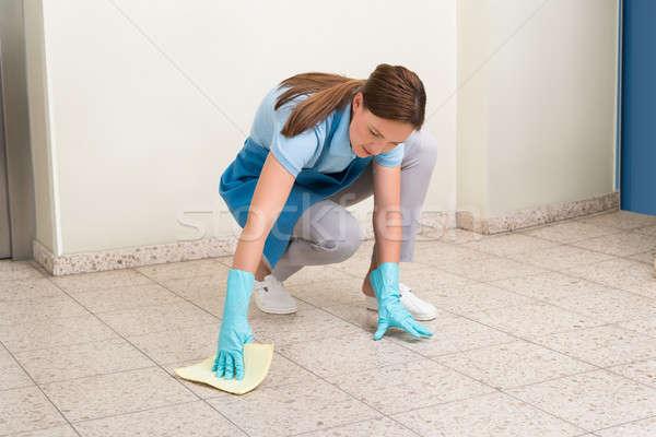 Woźny czyszczenia piętrze szmata kobiet Zdjęcia stock © AndreyPopov