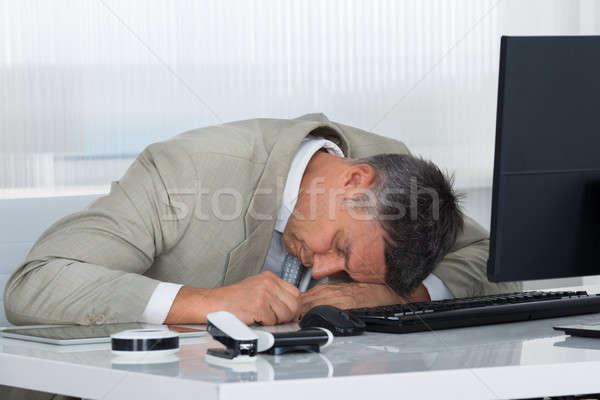 Stanco maturo imprenditore dormire desk ufficio Foto d'archivio © AndreyPopov
