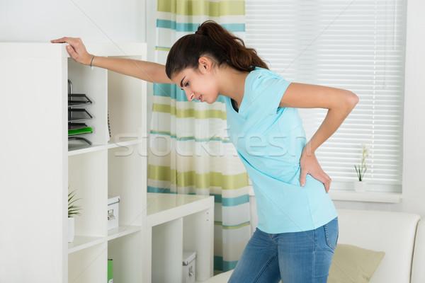 女性 腰痛 ホーム 側面図 若い女性 ストックフォト © AndreyPopov