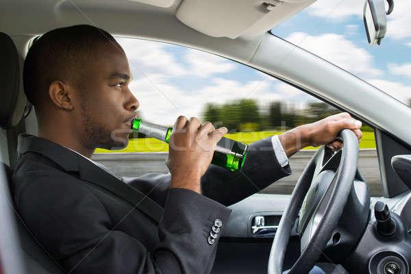 Stok fotoğraf: Işadamı · içme · bira · sürücü · araba · yandan · görünüş