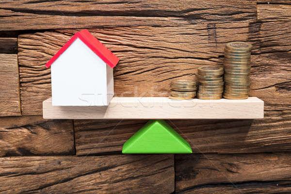 Monete modello casa bilanciamento altalena Foto d'archivio © AndreyPopov