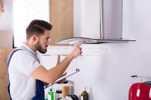 Elettricista cucina filtrare maschio appunti Foto d'archivio © AndreyPopov