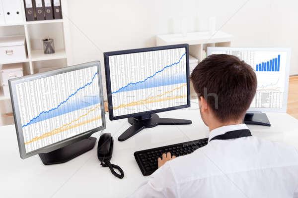 Stock bróker kereskedés bika piac váll Stock fotó © AndreyPopov