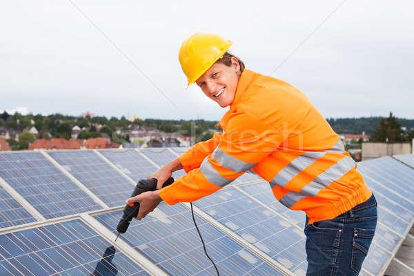 Ingenieur zonnepanelen mannelijke boor machine Stockfoto © AndreyPopov