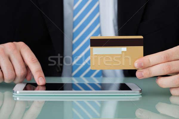 ストックフォト: ビジネスマン · クレジットカード · デジタル · タブレット · 小さな