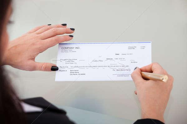 деловая женщина подписания проверка мнение столе Сток-фото © AndreyPopov