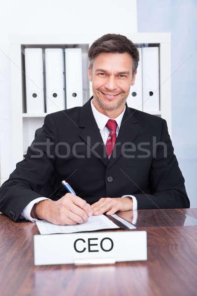 Gelukkig mannelijke rekening uitvoerende portret volwassen Stockfoto © AndreyPopov