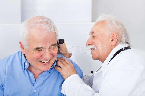 врач старший уха улыбаясь мужской доктор Сток-фото © AndreyPopov