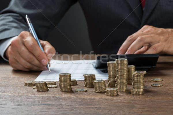 Contador beneficio monedas escritorio imagen negocios Foto stock © AndreyPopov