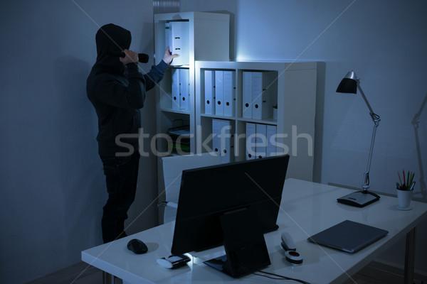 Soyguncu el feneri arama belgeler ofis gece Stok fotoğraf © AndreyPopov
