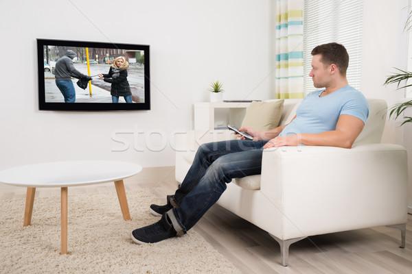 Homem controle remoto assistindo filme sala de estar Foto stock © AndreyPopov