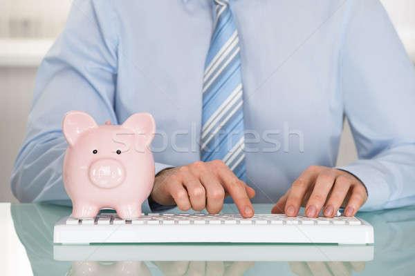 Empresário piggyback teclado dinheiro segurança Foto stock © AndreyPopov