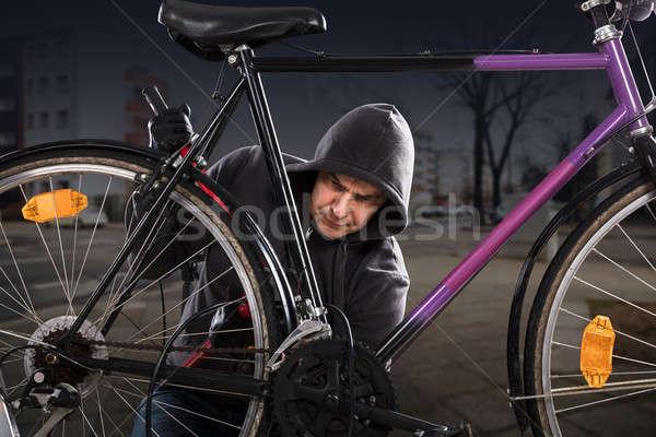 Ladrão bicicleta trancar longo quebrar bicicleta Foto stock © AndreyPopov