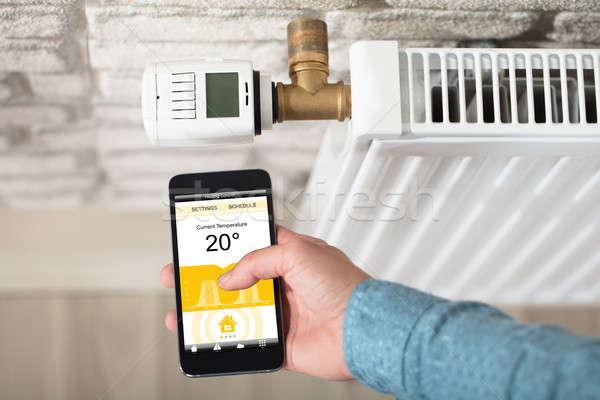 Persoon temperatuur radiator mobiele telefoon Stockfoto © AndreyPopov