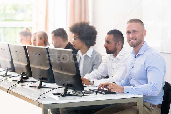 Negócio jovem sessão Foto stock © AndreyPopov