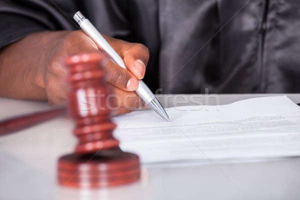 Männlich Richter schriftlich Papier Gerichtssaal Stock foto © AndreyPopov