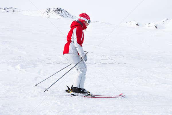 Feminino esquiador esquiar recorrer alpes mulher Foto stock © AndreyPopov