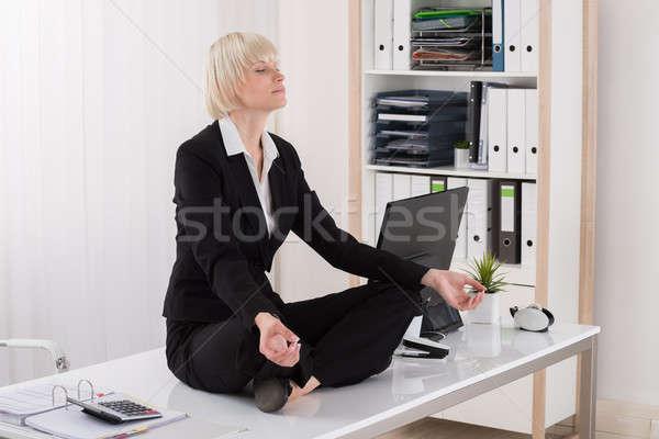 ストックフォト: 女性実業家 · ヨガ · オフィス · 小さな · デスク · 目