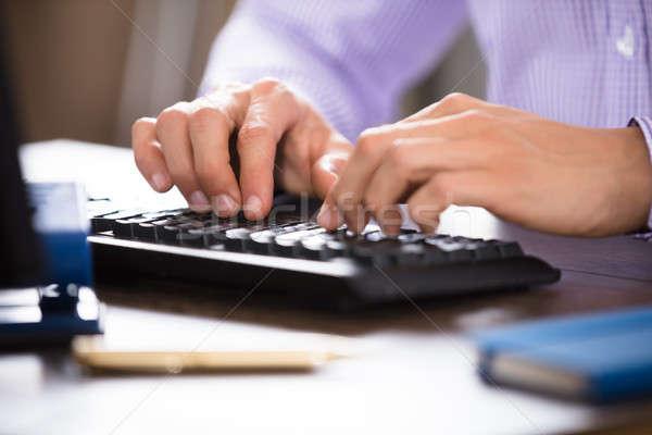ビジネスパーソン 入力 コンピュータのキーボード クローズアップ 手 コンピュータ ストックフォト © AndreyPopov