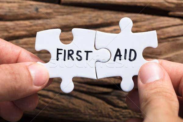 Primer plano manos primeros auxilios piezas Foto stock © AndreyPopov