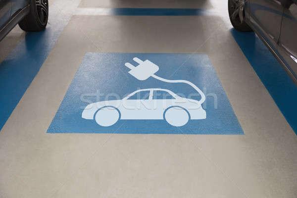 Voiture électrique signe parking vue voiture Photo stock © AndreyPopov