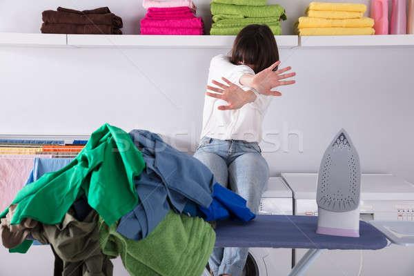 Köteg ruházat vasaló vasalás tábla zaklatott Stock fotó © AndreyPopov