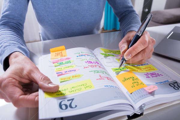 Kobieta piśmie harmonogram kalendarza dziennik biały Zdjęcia stock © AndreyPopov