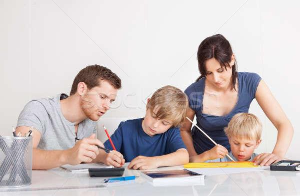 Rodziców pomoc dzieci praca domowa młodych rodziny Zdjęcia stock © AndreyPopov