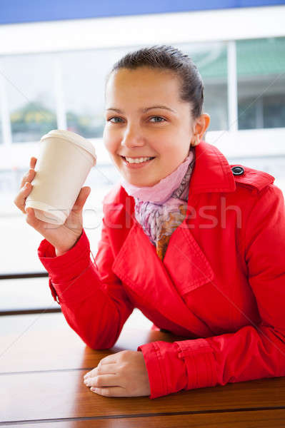 Fiatal boldog nő tart eldobható csésze Stock fotó © AndreyPopov