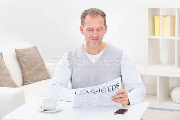 зрелый человек чтение газета продовольствие человека кофе Сток-фото © AndreyPopov