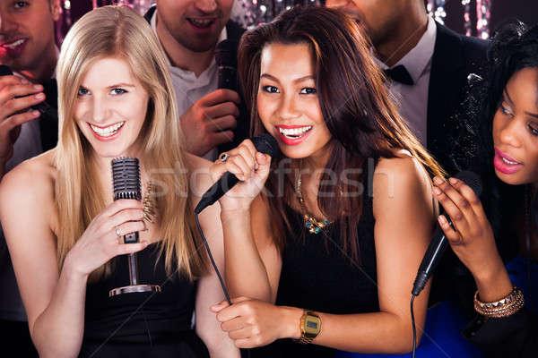 Stok fotoğraf: Arkadaşlar · şarkı · söyleme · karaoke · parti · portre · güzel