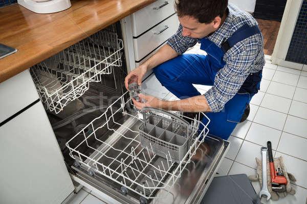 Technik zmywarka portret mężczyzna kuchnia Zdjęcia stock © AndreyPopov