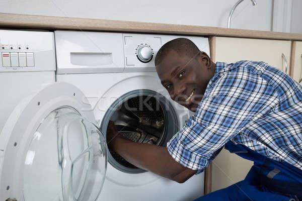Genç erkek teknisyen çamaşır makinesi Stok fotoğraf © AndreyPopov