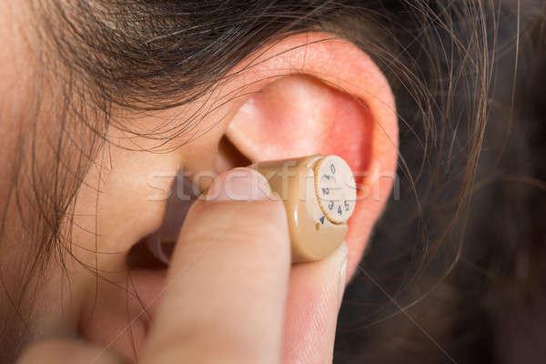 Afbeelding vrouw gehoorapparaat jonge vrouw home Stockfoto © AndreyPopov