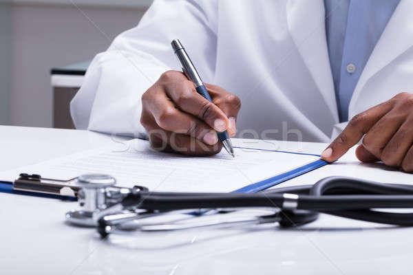Médico enchimento forma secretária estetoscópio caneta Foto stock © AndreyPopov