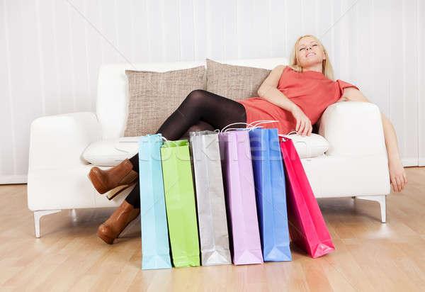 Stockfoto: Mooie · jonge · vrouw · ontspannen · winkelen · sofa · dag
