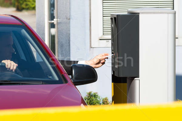 Man ticket parkeren vergadering auto geld Stockfoto © AndreyPopov
