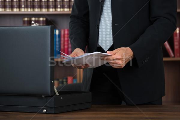 Avukat belgeler evrak çantası ofis erkek tablo Stok fotoğraf © AndreyPopov