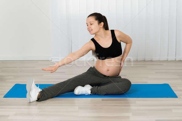 Stock fotó: Terhes · nő · nyújtás · láb · testmozgás · otthon · fitnessz