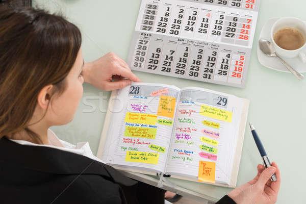 Imprenditrice iscritto calendario diario primo piano calendario Foto d'archivio © AndreyPopov