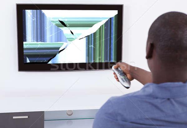 Man televisie tonen vervormd scherm afrikaanse Stockfoto © AndreyPopov