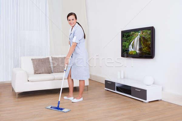 Mucama limpieza piso retrato jóvenes Foto stock © AndreyPopov