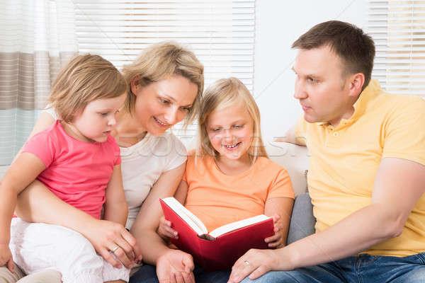 Aile okuma kitap kanepe ev çocuklar Stok fotoğraf © AndreyPopov